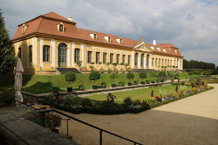 Früher feierte die höfische Gesellschaft im Barockgarten Großsedlitz rauschende Feste – heute ist er für Besucher und Touristen zugänglich. Das Friedrichschlößchen beheimatet mittlerweile ein Café.