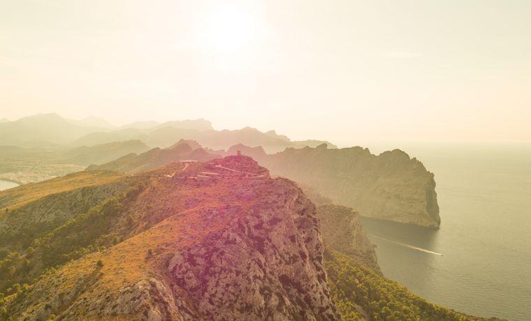 Das Cap de Formentor markiert den nordöstlichen Punkt Mallorcas und bietet eine tolle Aussicht über das Meer.