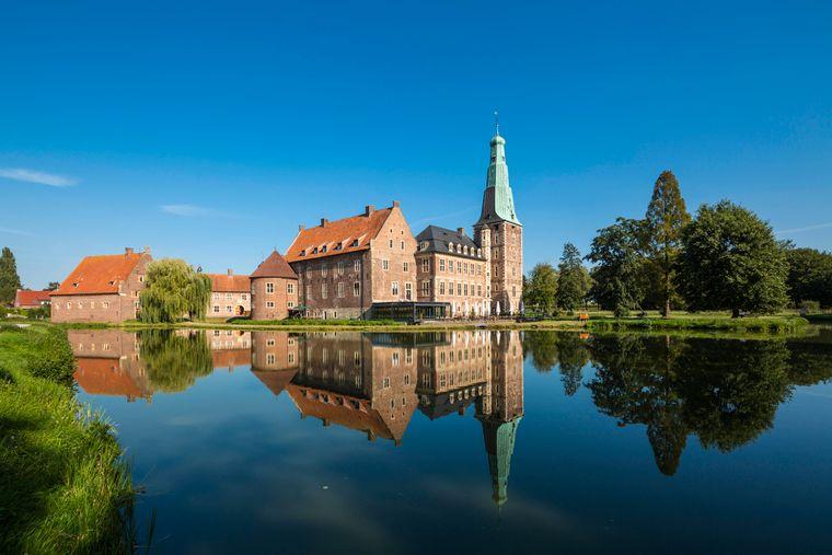 Nicht das einzige Wasserschloss im Münsterland: Das Renaissanceschloss in Raesfeld.