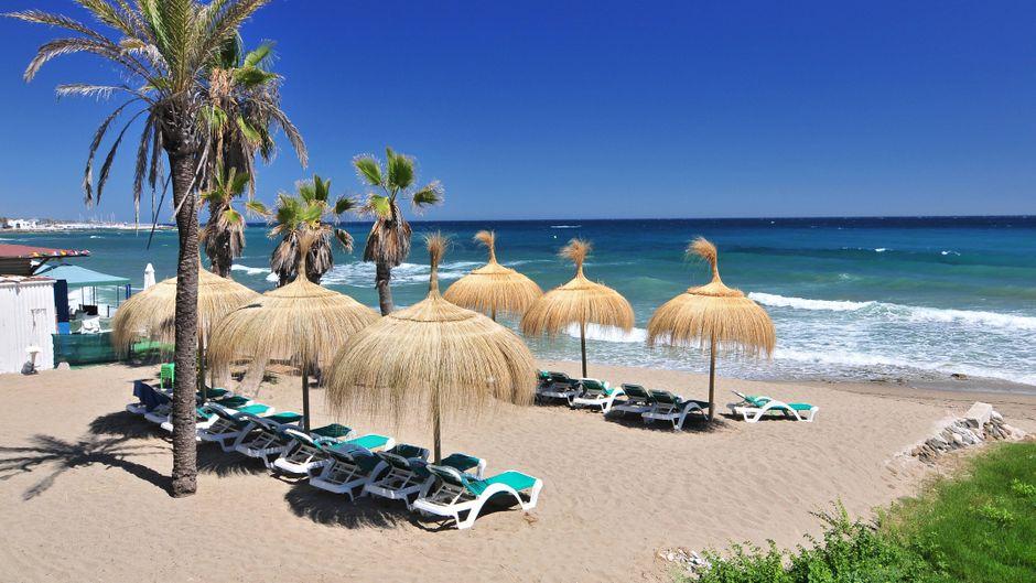 Der Strand von Marbella ist wunderschön.