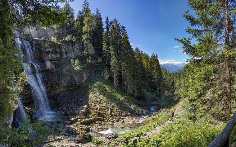 Die wunderschönen Vallesinella-Wasserfälle sind einen Abstecher wert.