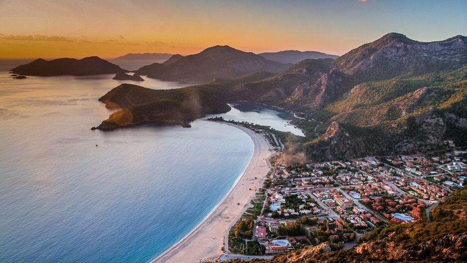 Panorama des Strandes Ölüdeniz in der Türkei – ein echter Hingucker, oder?!