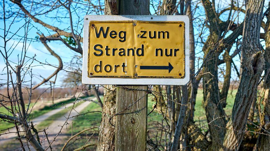 Viele Wege führen nach Glücksburg - aber nur dieser führt zum Strand.