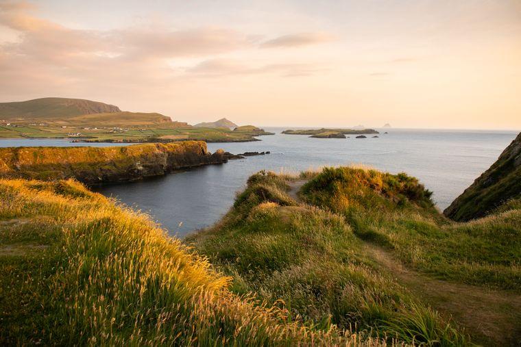 Auf Valentia Island im County Kerry lernen Wanderer die Landschaft der Insel auf dem Bray Head Walk kennen.