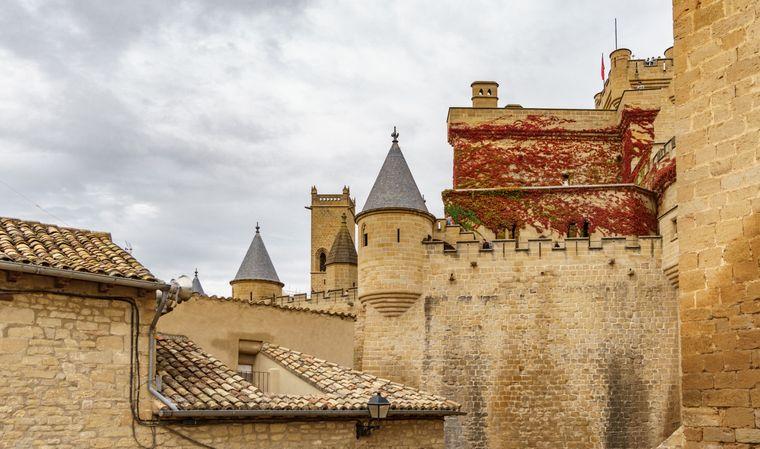 Anfang des 15. Jahrhunderts initiierte Carlos III. den Bau eines königlichen Palastes, den Palacio Real de Navarra de Olite.