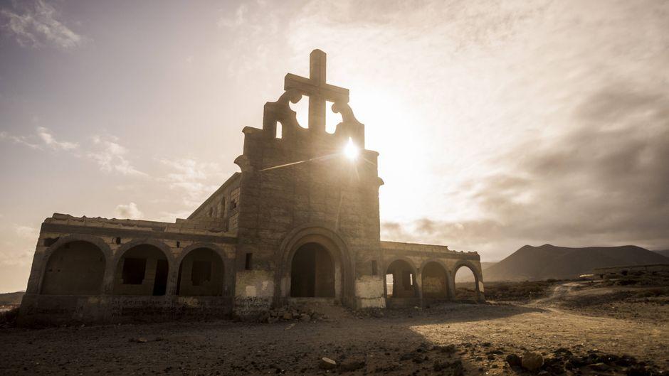 Die halb fertige Kirche in der Geisterstadt Sanatorio de Abona erinnert an die düstere Geschichte Teneriffas.
