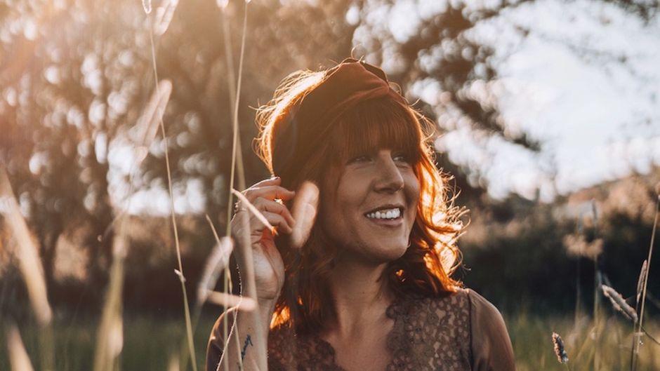 Julia arbeitet seit 2014 als selbstständige Reisebloggerin, Fotografin und Buchautorin