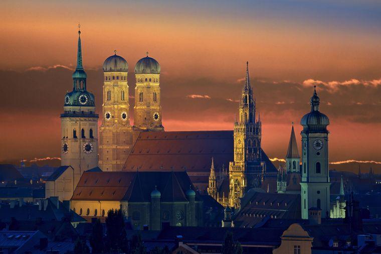 Die Frauenkirche ist eines der Wahrzeichen der bayerischen Hauptstadt München.
