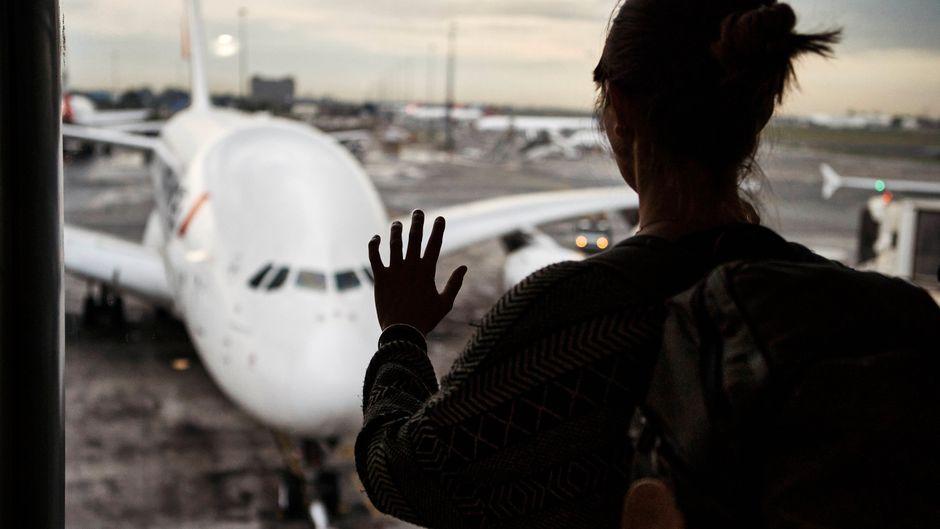 Einsteigen oder nicht? Menschen mit Flugangst suchen oft Gründe, nicht fliegen zu müssen.