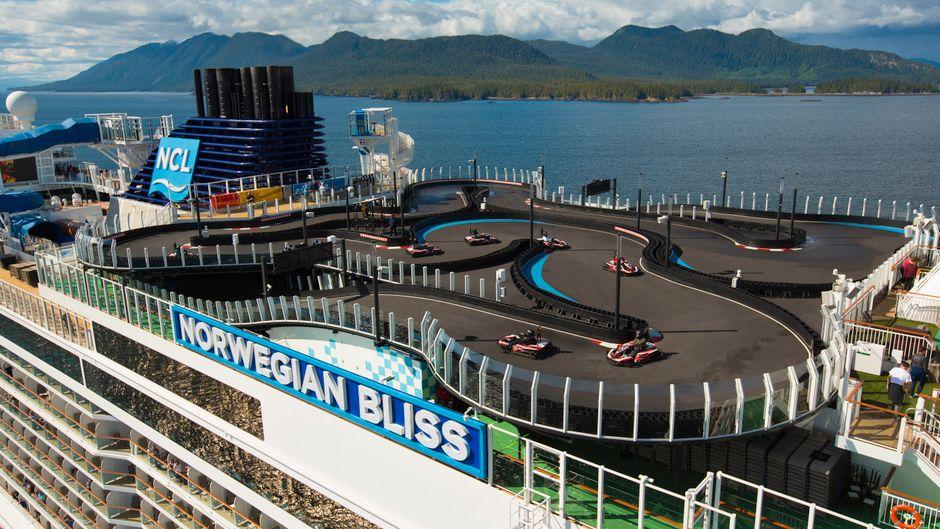 """Gokart-Strecke auf der """"Bliss"""" der Norwegian Cruise Line."""