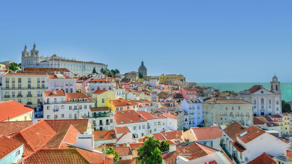 Das farbenfrohe Stadtbild von Lissabon.