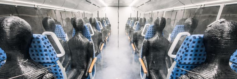 24 Dummys mit Sensoren dienen in dem Experiment der Forscher als Passagiere.