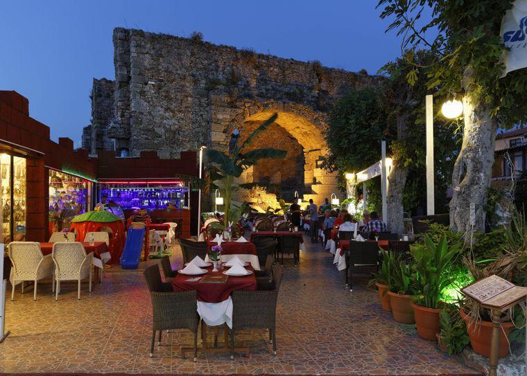 Die Altstadt in Side ist ein lebendiger und historisch wertvoller Ort.