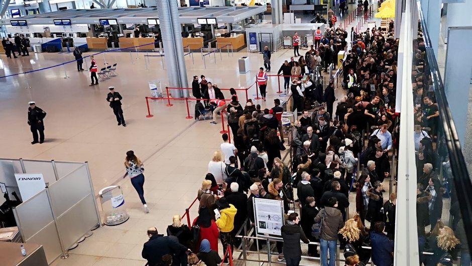 Zehntausende Passagiere sind von den Streiks an drei deutschen Flughäfen betroffen.