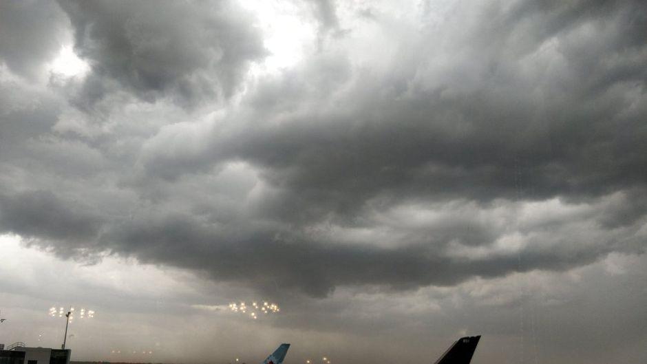 Flugzeuge von Air Canada am Flughafen Frankfurt; keine Starts und Landungen wegen Unwetters.