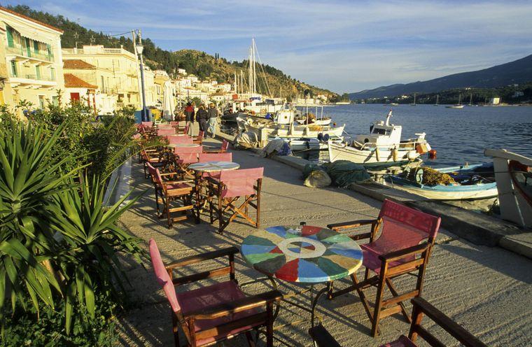 Dass Poros auf Gemütlichkeit setzt, zeigt sich bereits beim Anblick der gastronomischen Betriebe auf der Insel.