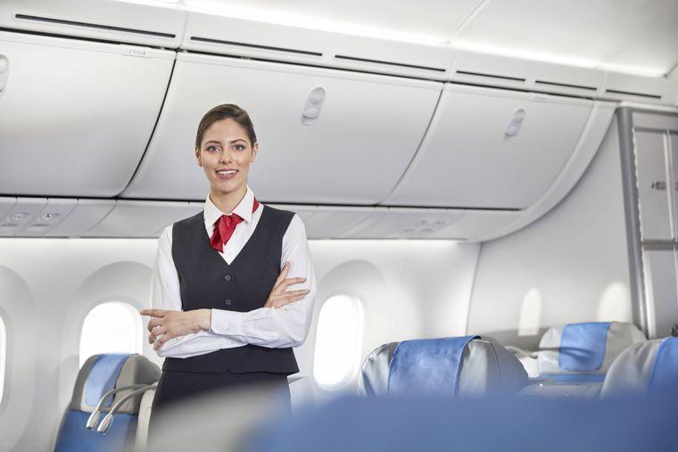 Fragen kostet ja bekanntlich nichts – manche Flugbegleiterinnen haben anscheinend kein Problem mit Liebesspielchen im Flugzeug.