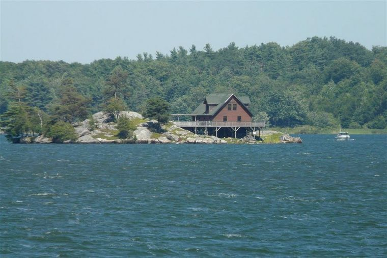 "Private Island Rental auf im ""Lake of the Isles""."
