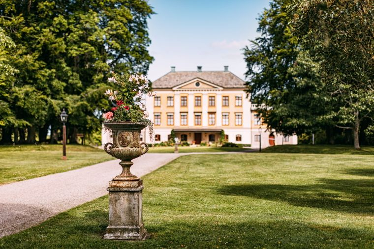 Hellekis Trädgard mit seinem stattlichen Herrenhaus liegt am Vänern, dem größten See Schwedens.