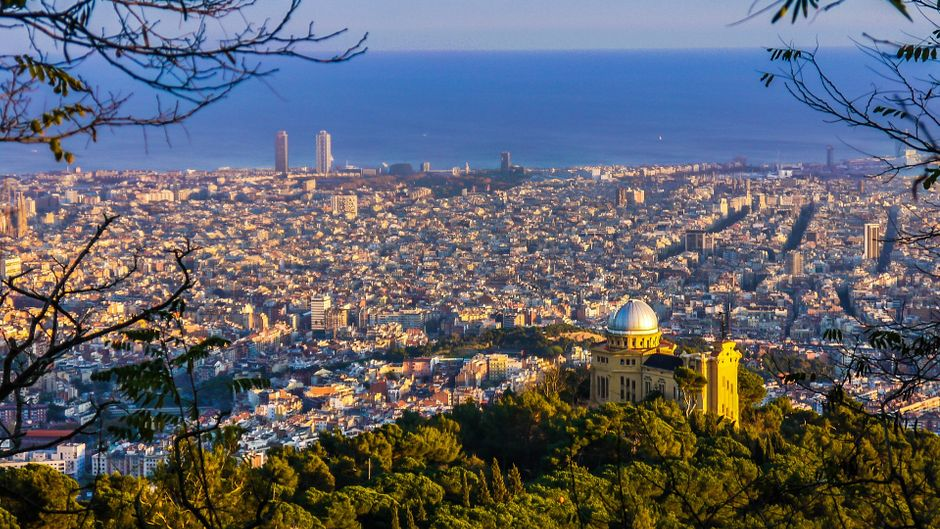 16 Menschen auf einen Quadratmeter: In Barcelona ist einiges los!