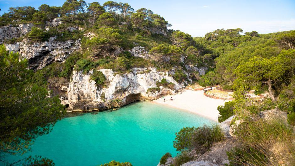 Eine Bucht auf der Balearen-Insel Menorca.