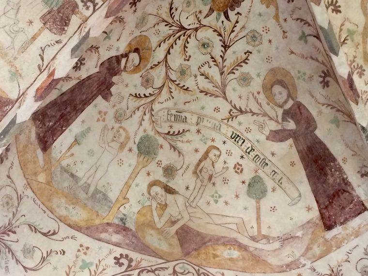 Ein unbekannter Künstler verzierte im 14. Jahrhundert drei Inselkirchen auf Møn mit naiven Kalkmalereien.