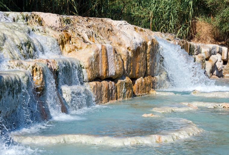 Natural spa with waterfalls and hot springs at Saturnia thermal baths, Grosseto, Tuscany, Italy imago images/Jurij