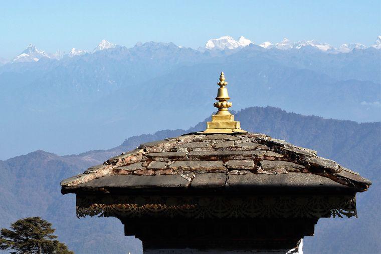 Blick auf das Himalaya-Gebirge – das kleine Königreich Bhutan befindet sich im östlichen Bereich der Berge.