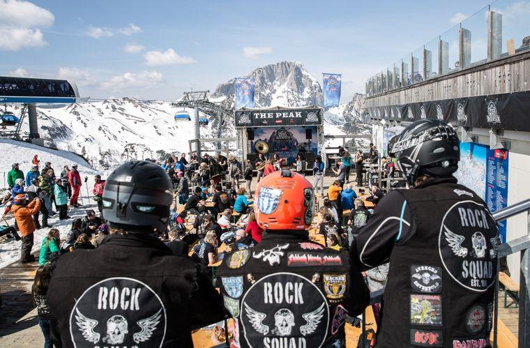 "Blick auf die Peak Stage: Das Metall-Festival ""Full Metall Mountain""."