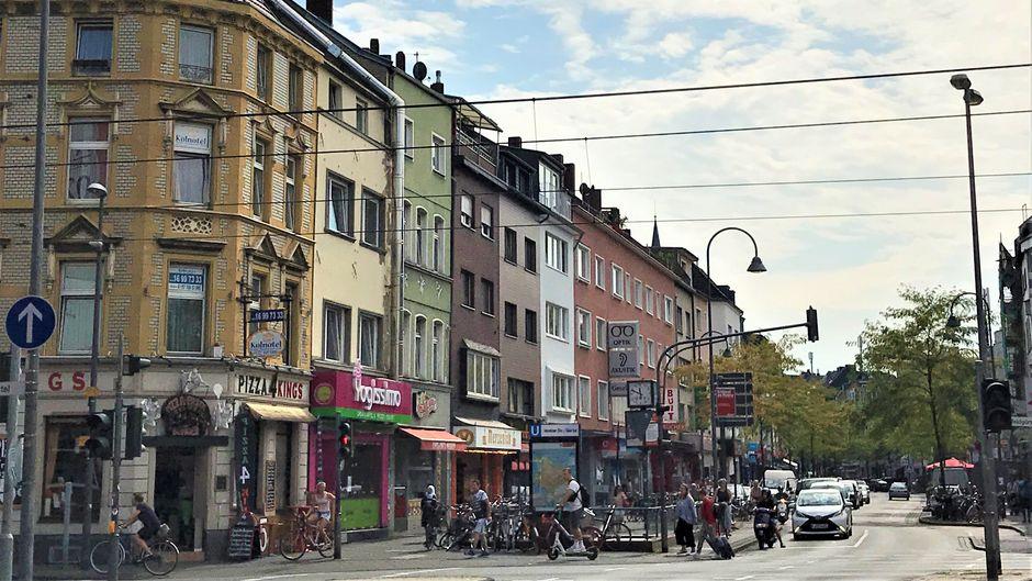 Die Venloer Straße ist die belebteste Straße von Ehrenfeld.