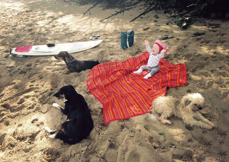 Yanti an einem Strand in der Dominikanischen Republik – dort verbrachte die Familie die ersten zwei Monate des Jahres 2018.