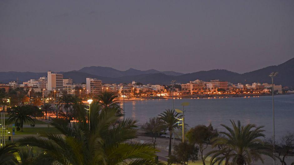 Nachtschwärmer kommen in Cala Millor auf ihre Kosten: Zahlreiche Bars und Pubs laden zu leckeren Drinks bei guter Stimmung ein.