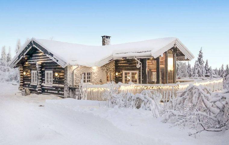 Das Ferienhaus bietet einen tollen Blick auf die Berge Norwegens.