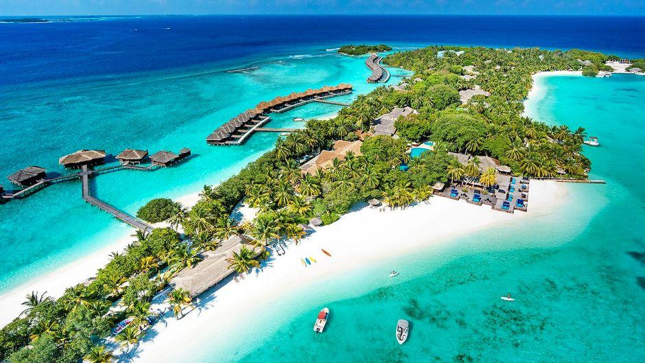 Das Sheraton Maldives Full Moon Resort & Spa ist eines der drei ältesten Resorts der Malediven. Es eröffnete bereits in den Siebzigerjahren.