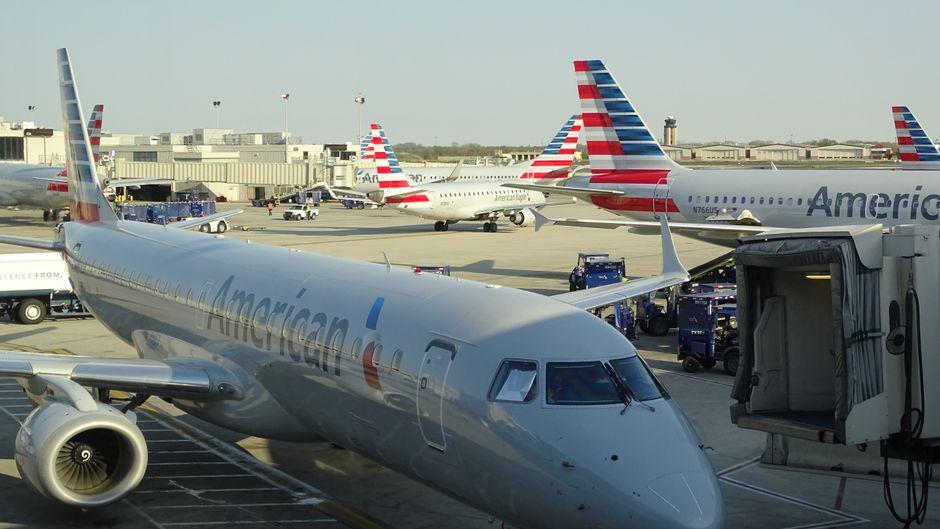Eine American-Airlines-Maschine am Flughafen.