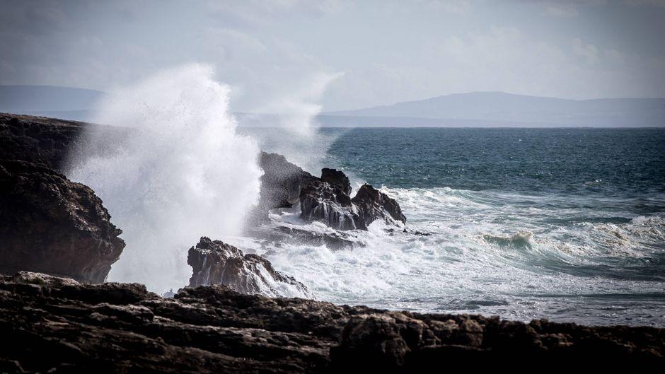 An der Küste Portugals werden starke Winde erwartet.