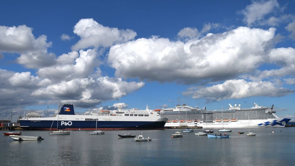 Kreuzfahrtschiffe im Hafen von Dublin, Irland.