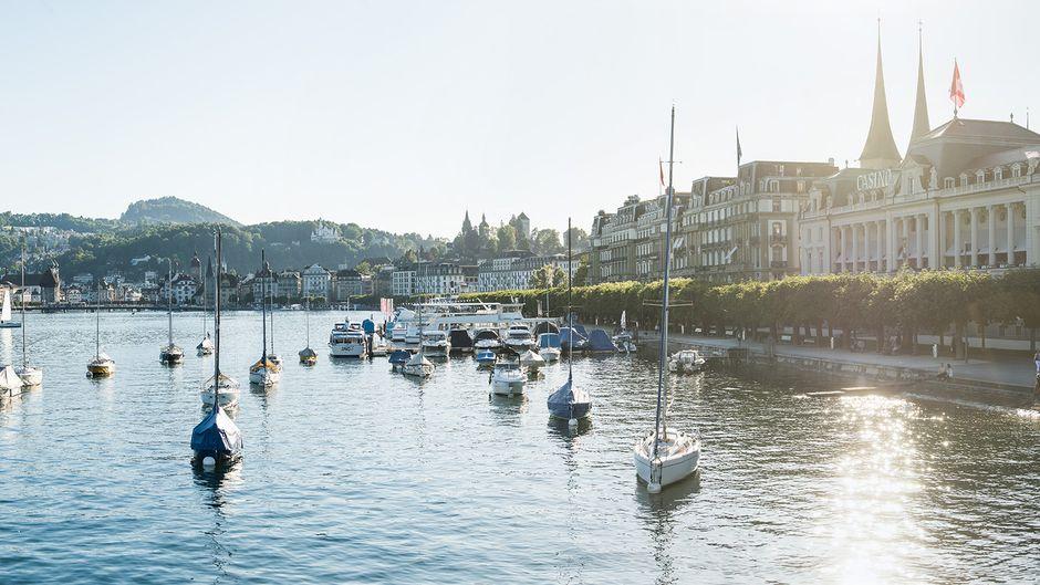 Der Vierwaldstätter See und der Pilatus machen Luzern zu einem idealen Ziel für Naturliebhaber.