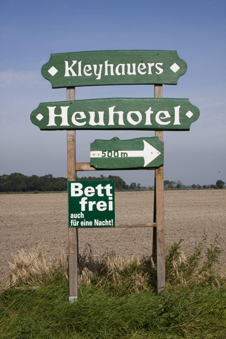 Da lang geht's ins Heu: Auf Kleyhauers Bauernhof kann die ganze Familie im Heu übernachten.