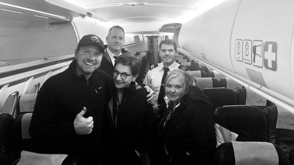 Fotograf Chris und die Crew seines First-Air-Flugs nach Alaska.