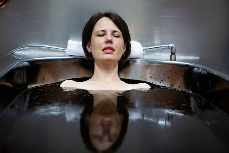 Das Erlebnis eines Moorbades solltest du dir in Bad Driburg nicht entgehen lassen!