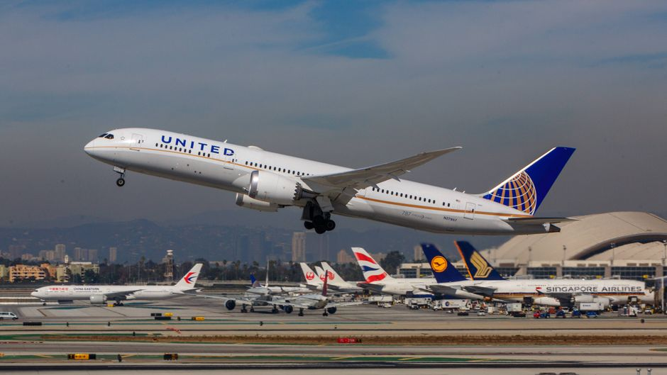 Eine Boeing 787-9 von United Airlines hebt in den USA ab.