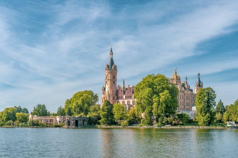 Die Schlossinsel im Schweriner See, Schwerin.