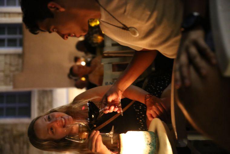 Prost! Griechischer Wein darf bei einem Urlaub auf Paros natürlich auch nicht fehlen.