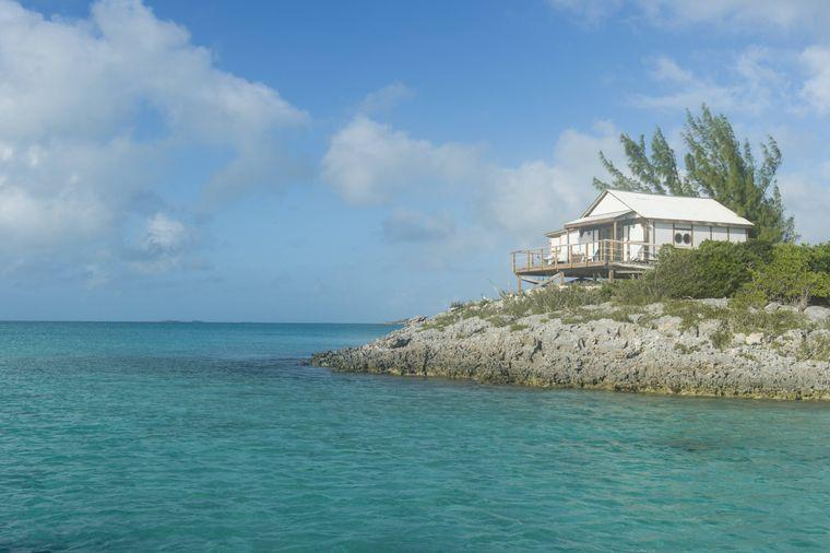 Entspannung pur erwartet Urlauber auf den Bahamas. Das Archipel in der Karibik besteht aus 700 Inseln und Cays im Atlantik – Basis sind Korallenriffe.