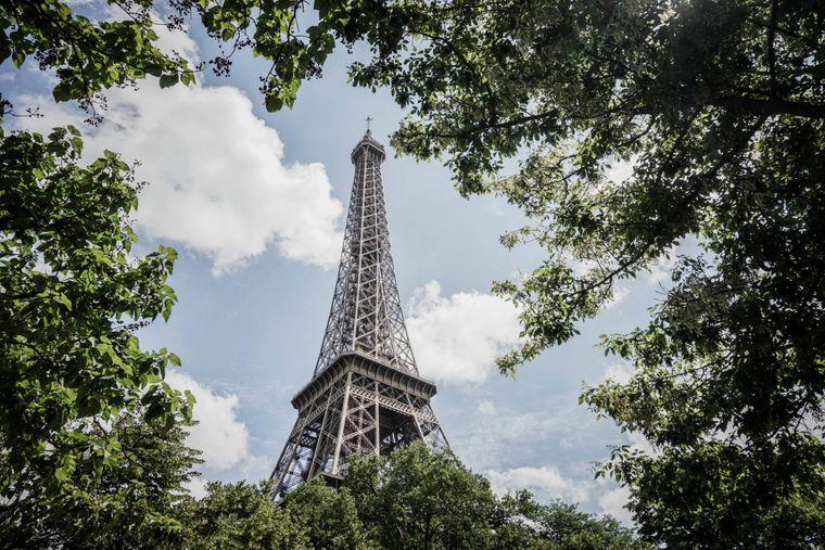 Ja, Paris hat den Eiffelturm, das Louvre-Museum und Nôtre-Dame. Das Budget für deinen Wochenendaufenthalt dort beträgt aber immerhin etwa 444 Euro.