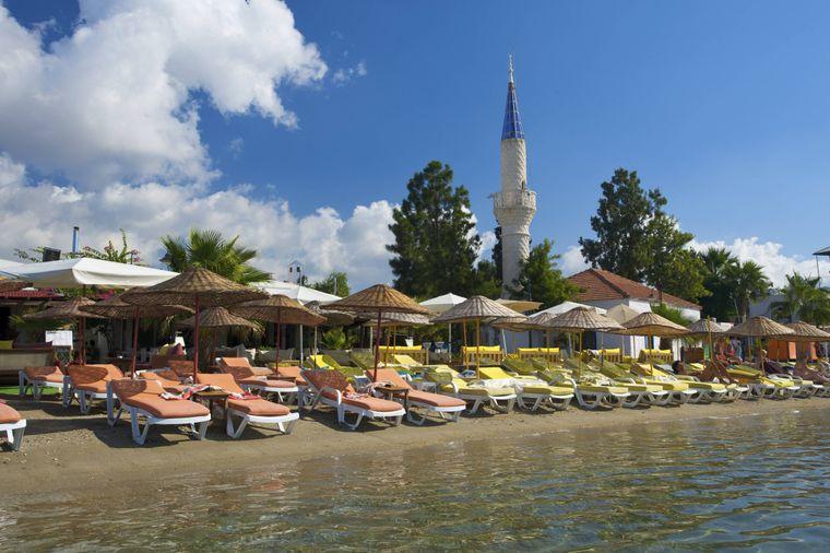 Der Strand von Bitez gehört zu den beliebtesten Badestellen in der Umgebung von Bodrum.