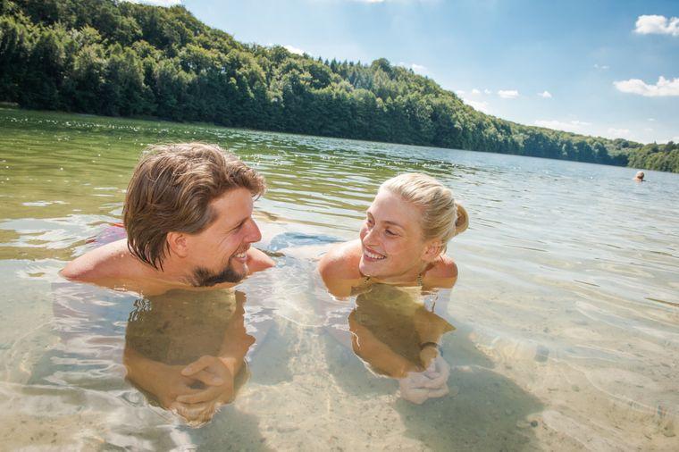 Glasklares, weiches Wasser und würzige Waldluft: Ein Bad in einem der Waldseen ist wie ein ganz natürliches Wellnessprogramm