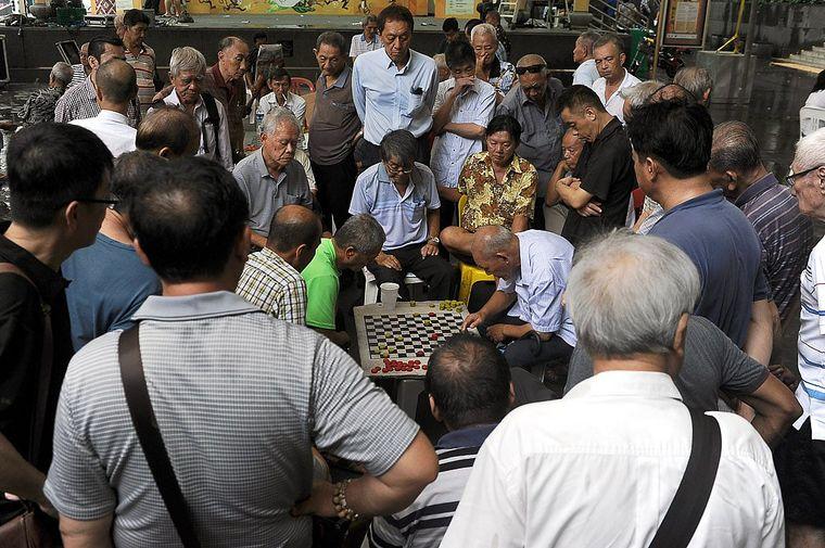 Schach als Ausgleich vom Alltag der Megacity Singapur.