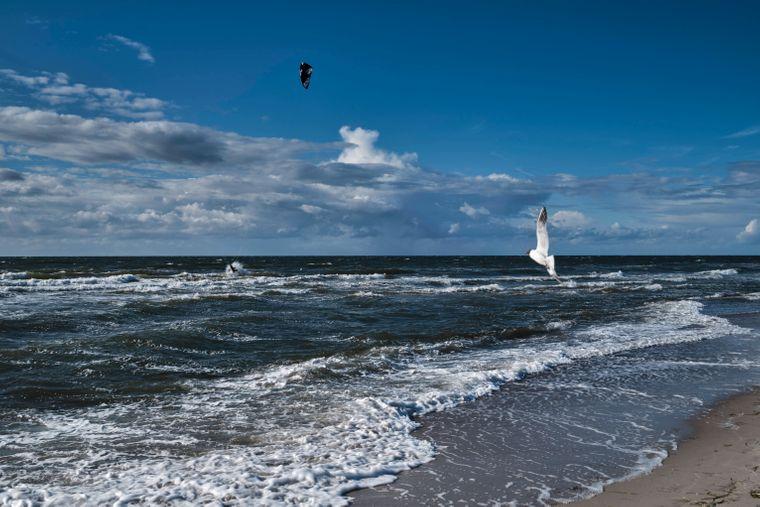 Die stürmische See bietet eine tolle Kulisse für schöne Fotoaufnahmen.